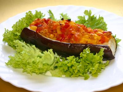 Овочі, запечені в баклажані
