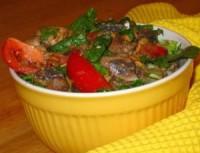 Овочевий салат з курячою печінкою