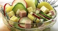 Овочевий салат із сиром і окостом
