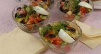 Овочевий салат з шинкою і сиром