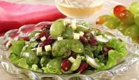 Овочевий салат з виноградом і сиром