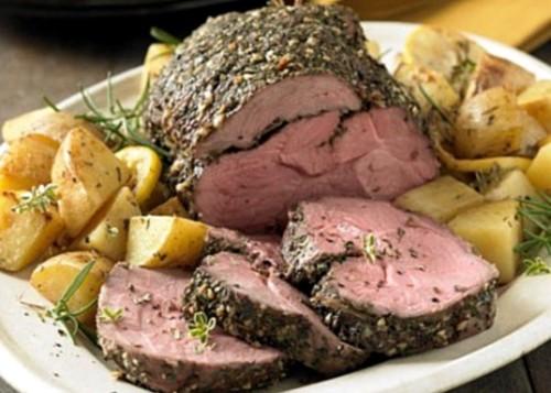 Печена яловичина з майораном і розмарином