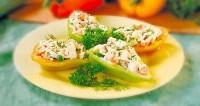 Перець, фарширований салатом