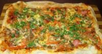 Піца швидка на листковому тісті