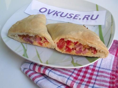Піца кальцоне з копченим м'ясом, рецепт приготування з фото