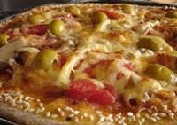 Піца з кунжутом і шинкою