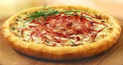 Піца з цибулею і шинкою
