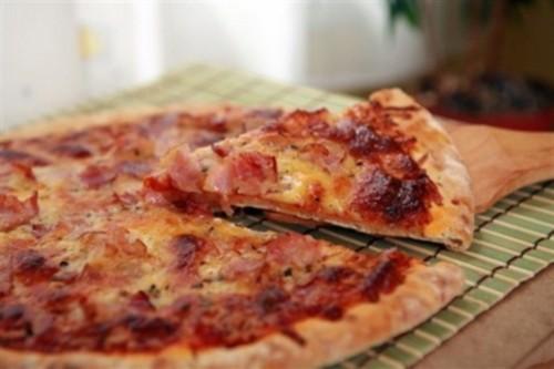 Піца з салямі по-американськи