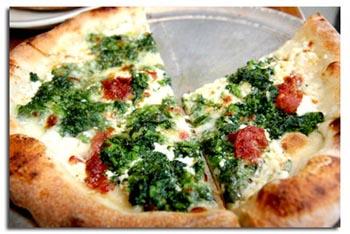 Піца з сиром і помідорами