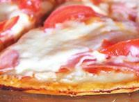 Піца з вареною ковбасою
