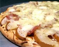 Піца з шинкою та грушами
