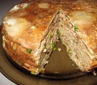 Млинцевий пиріг з куркою і грибами