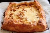 Пиріг з грибами, сиром і сметаною