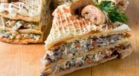 Пиріг з куркою, грибами і ковбасним сиром
