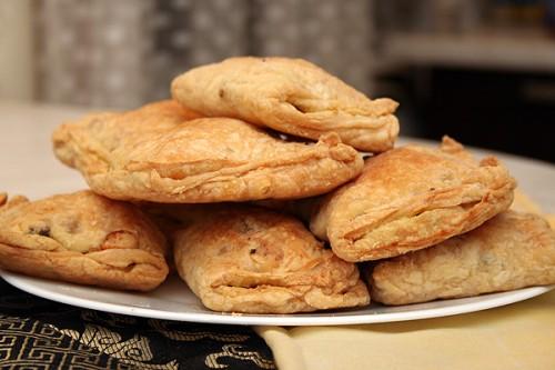 Пиріжки з листкового тіста з цікавими начинками