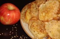 Пиріжки яблучні з кунжутом