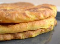 Пиріжки-коржі з квасолею тонкі