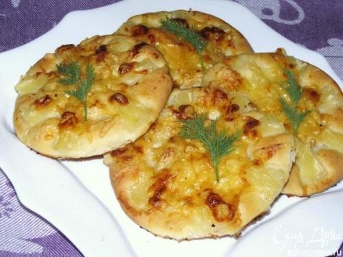 Пиріжки з куркою, сиром, ананасом