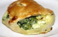 Пиріжки з сиром і шпинатом листкові