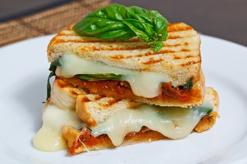 Корисний швидкий перекус: 5 рецептів домашніх сендвічів з м'ясом