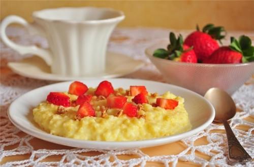 Корисний сніданок: як приготувати молочну кашу