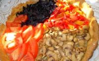 Пісний овочевий пиріг з грибами, капустою і помідорами на розсолі