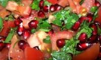 Пісний салат з гранатом і помідорами
