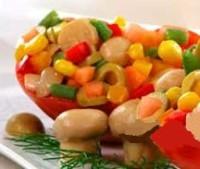 Пісний салат з маринованими грибами, кукурудзою, перцем