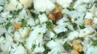 Пісний салат з горіхами і кольоровою капустою