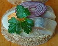 Святкові бутерброди з оселедцем «Кумські»