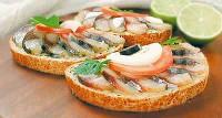 Святкові бутерброди зі скумбрією