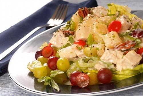 Святкові салати з м'ясом та фруктами