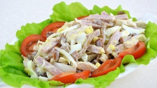 Святкові салати з шинкою: 6 рецептів