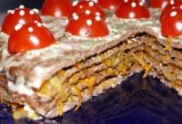 Святковий ніжний торт зі свинячої печінкою