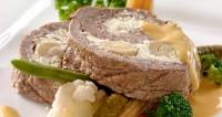 Святковий рулет з тушкованою яловичиною