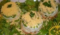 Святковий салат з печінкою тріски