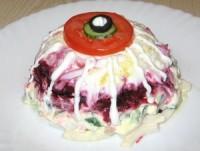 Святковий салат з буряком і кальмарами