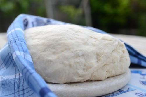 Просте тісто для пиріжків на кефірі