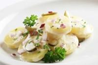 Простий салат для пікніка з яйцем і картоплею