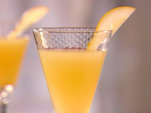 Пунш-коктейль «Белліні» зі свіжими персиками