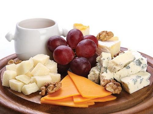 Рецепти смачних закусок з сиру
