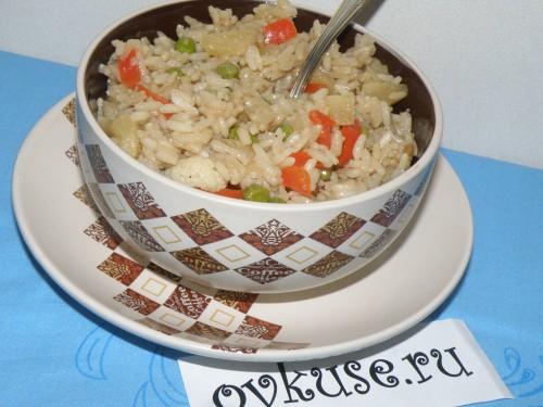 Рис з ананасом і овочами по-східному