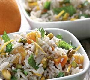 Рисовий салат з фісташками і м'ятою