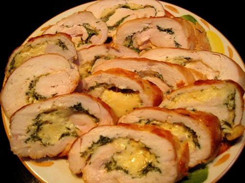 Рулет курячий з сиром і зеленню