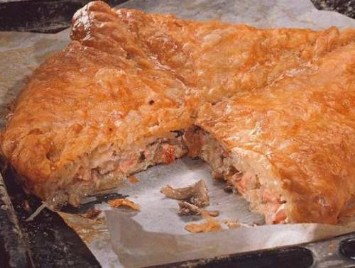 Рибний пиріг з рисом і яйцем