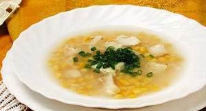 Рибний суп з кукурудзою
