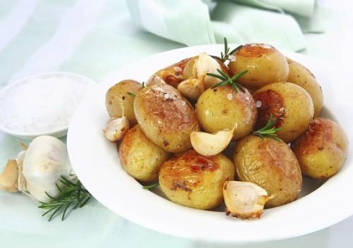 З чим запекти молода картопля