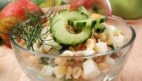 Салат гороховий з яблуками і перцем
