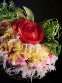 Салат з авокадо з червоною рибою і буряком