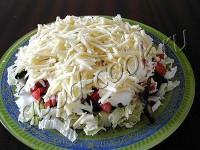 Салат з бекону, грибів і помідорів